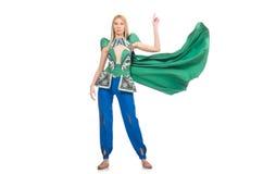 Kvinnan i orientaliska gröna kläder som isoleras på Arkivbild