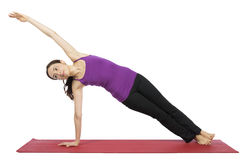 Kvinnan i sidoplanka poserar i yoga Royaltyfria Foton
