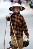 Kvinnan i Vietnam marknadsför Arkivfoto