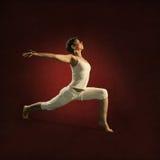 Kvinnan i Yoga placerar Sakumi Fotografering för Bildbyråer