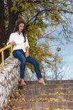 Kvinnan kliver på Royaltyfria Bilder