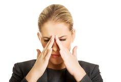 Kvinnan med bihålatryck smärtar Royaltyfria Foton