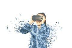 Kvinnan med exponeringsglas av virtuell verklighet Fragmenterat av PIXEL royaltyfri foto
