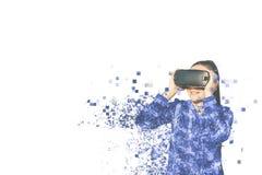 Kvinnan med exponeringsglas av virtuell verklighet Fragmenterat av PIXEL arkivfoton