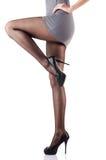 Kvinnan med högväxt lägger benen på ryggen isolerat Royaltyfri Fotografi