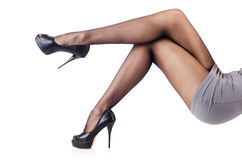 Kvinnan med högväxt lägger benen på ryggen Arkivfoto