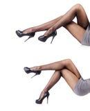 Kvinnan med högväxta ben som isoleras på vit Arkivfoton