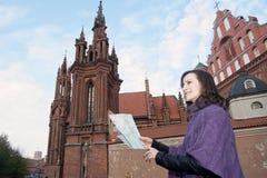 Kvinnan med kartlägger Arkivbilder