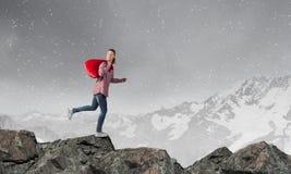 Kvinnan med rött hänger lös Fotografering för Bildbyråer