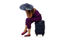 Kvinnan med resväskan som isoleras på vit Arkivfoto