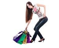 Kvinnan med shopping hänger lös Royaltyfri Fotografi