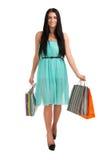 Kvinnan med shopping hänger lös Royaltyfria Foton