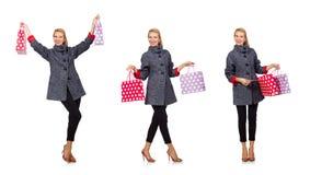 Kvinnan med shoppingpåsar som isoleras på vit Royaltyfri Bild