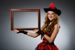 Kvinnan piratkopierar Royaltyfri Foto
