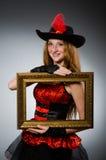 Kvinnan piratkopierar Fotografering för Bildbyråer
