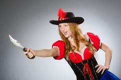 Kvinnan piratkopierar Arkivfoton