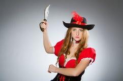 Kvinnan piratkopierar Royaltyfri Bild