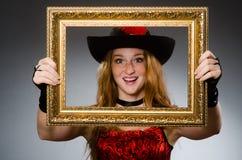 Kvinnan piratkopierar med bilden Royaltyfria Foton