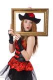 Kvinnan piratkopierar med den isolerade bildramen Royaltyfri Bild
