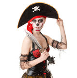Kvinnan piratkopierar med ett svärd dräkt halloween Arkivbild