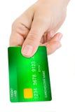 Hand som ger kreditkorten arkivfoton