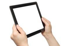 Kvinnan räcker hållande tabletPC Arkivbilder
