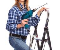 Kvinnan rymmer en drillborr fotografering för bildbyråer