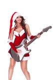 Kvinnan santa plays gitarren och leenden Arkivbilder