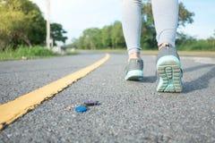 Kvinnan, som gjorde hustangenten, tappades i parkerar royaltyfri fotografi