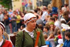 Kvinnan spelar musik under det Landshut bröllopet Royaltyfria Foton