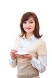 Kvinnan tycker om hennes kopp te på vit bakgrund Arkivbild