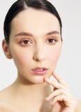 Kvinnans framsida med naturligt smink Fotografering för Bildbyråer