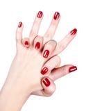Kvinnans händer med rött spikar polermedel Fotografering för Bildbyråer