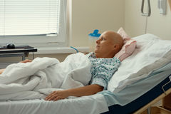 Kvinnapatient med cancer i sjukhus fotografering för bildbyråer