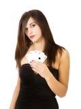 Kvinnapokerspelare med överdängare arkivfoto