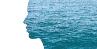 Kvinnaprofil för dubbel exponering med vatten arkivbilder