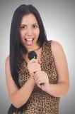 Kvinnasångare med mikrofonen Fotografering för Bildbyråer