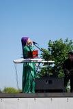 Kvinnasångaren utför på Sabantui beröm i Moskva Royaltyfri Bild