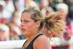 Kvinnas framsida på den sista elasticiteten på Stockholm Stadion Arkivbild