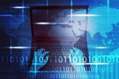 Kvinnas händer med bärbara datorn och nummer Arkivfoto