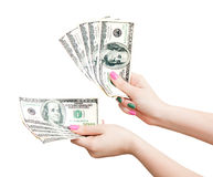 Kvinnas händer som räknar 100 US dollarsedlar Royaltyfri Fotografi