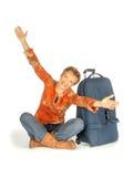 Kvinnasammanträde med resväskan på vit Fotografering för Bildbyråer