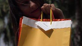 Kvinnashopping, konsument arkivfilmer