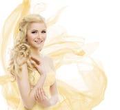Kvinnaskönhet, modemodell Portrait, krullning för blont hår länge royaltyfri fotografi