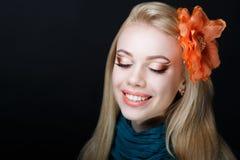 Kvinnaskönhetframsida arkivfoton