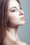 Kvinnaskönhetstående. slut upp kvinnlig framsida royaltyfri foto