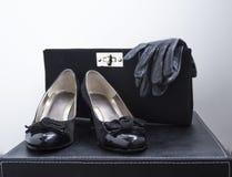 Kvinnaskohandskar och handväska Royaltyfria Foton