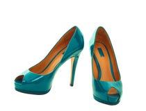 Kvinnaskor för blå green arkivfoton