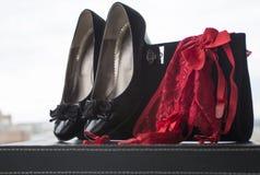 Kvinnaskounderbyxor och handväska 5 Arkivfoto