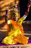 Kvinnasångare Performing i Rajastan Indien Arkivbilder